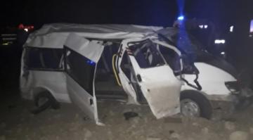 Tarım işçilerini taşıyan minibüs şarampole uçtu: 12 yaralı