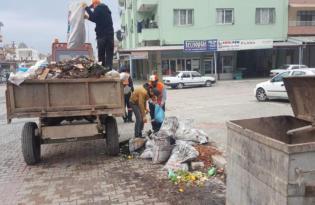 Kırıkhan Belediyesi soba ve kalorifer küllerini topluyor