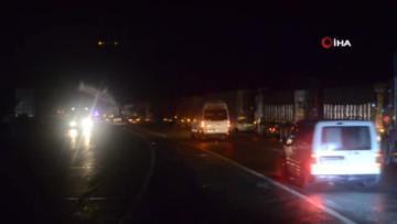 Topboğazında Yola Zeytinyağı Döküldü, Trafik 2 Saat Durdu