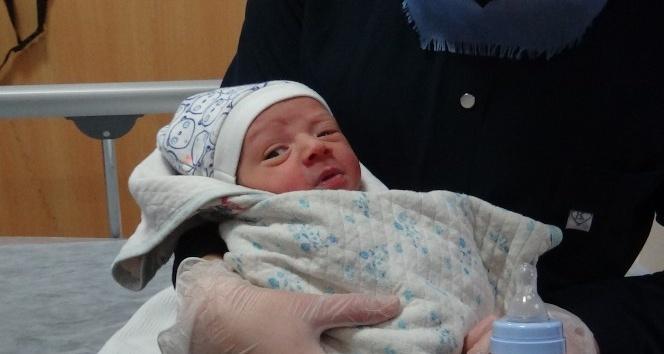 Kırıkhan'da Yeni doğmuş bebek yol kenarında bulundu