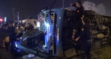 Freni tutmayan otobüs devrildi 1 yaralı