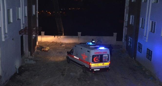 5 katlı binada yangın çıktı, mahsur kalanları itfaiye kurtardı