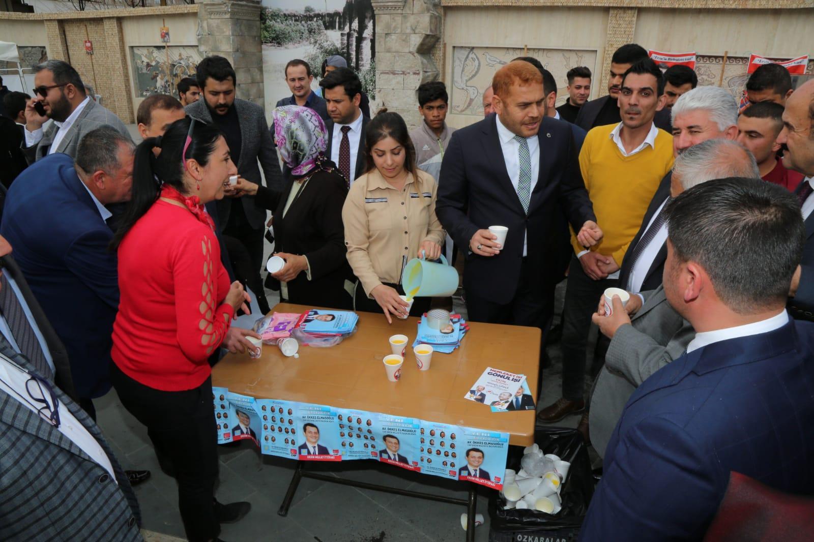 İbrahim Güler Erzin'de CHP standını ziyaret etti