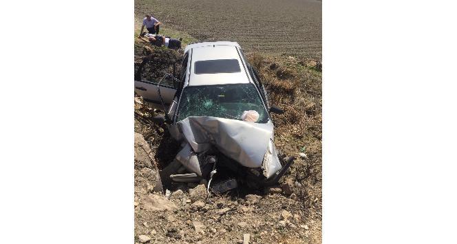 Çocuğun kullandığı otomobil şarampole yuvarlandı 1 ölü, 2 yaralı