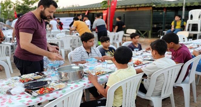 900 Suriyeli öğrenciye iftar ve sahur yemeği verildi