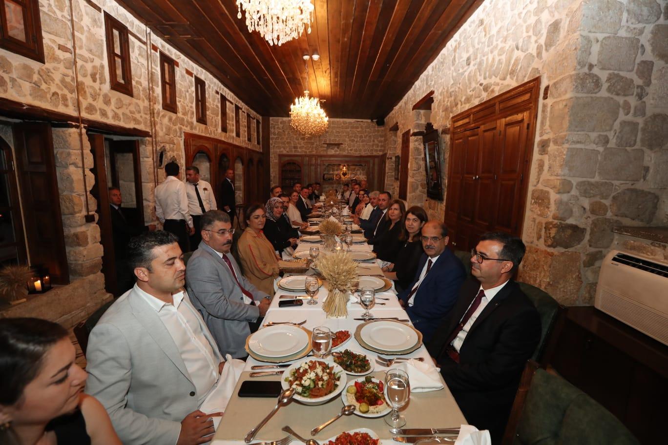 Vali Doğan'dan Albay Gürbüz'e Veda Yemeği