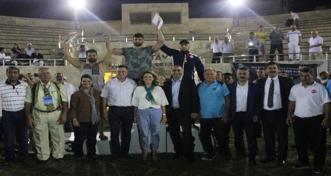 Türkiye Aba Güreşi Şampiyonası Başpehlivanı Ömer Yavuz oldu