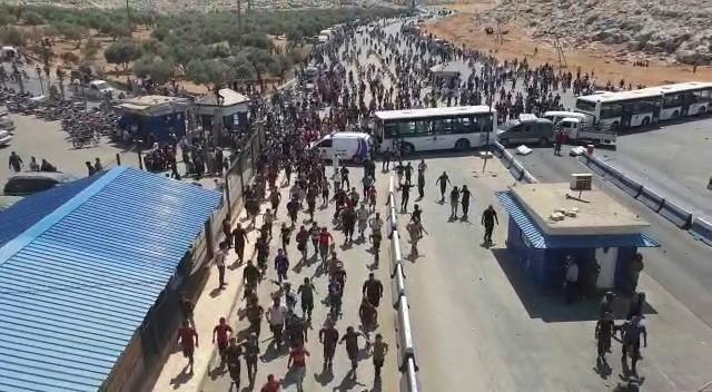 Binlerce Suriyeli sınıra dayandı