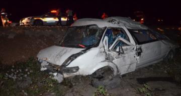 Kırıkhan'da minibüs tarlaya yuvarlandı: 10 yaralı