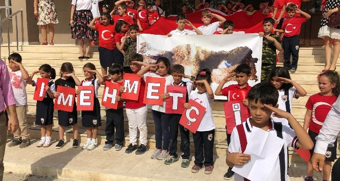 Hatay'da öğrenciler Mehmetçiğe selamla mektup gönderdi
