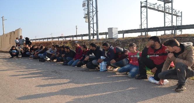 Kırıkhan'da 29 kaçak göçmen yakalandı