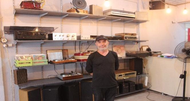 Nostaljik müzik aletlerine hayat veriyor