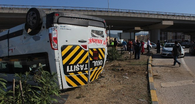 Hatay'da korkutan öğrenci servisi kazası