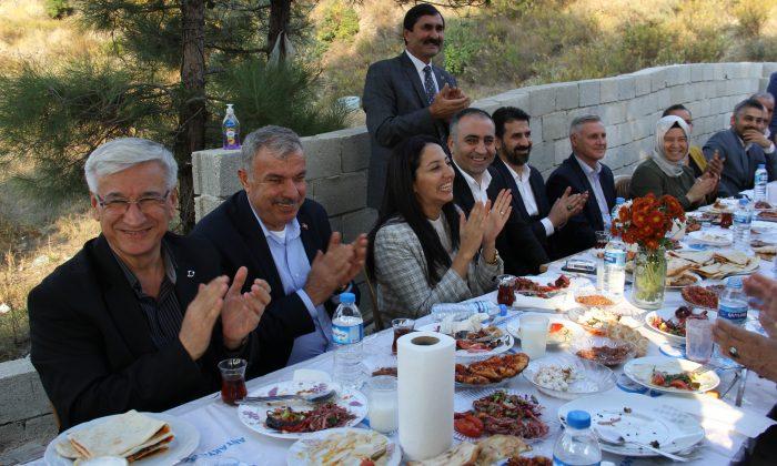 YELOĞLU, YAYLACIK MAHALLESİ'NDE MUHTARLARLA BİR ARAYA GELDİ