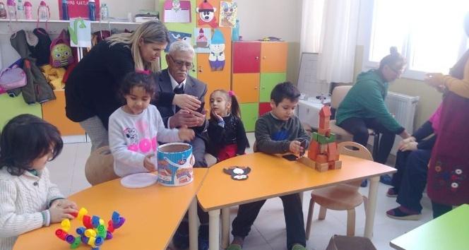 Minik öğrenciler yaşlılarla buluştu