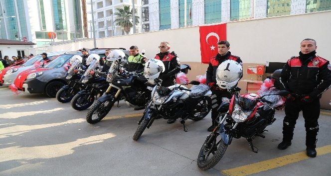 Hayırsever iş adamlarından İskenderun Emniyetine motosiklet ve araç hibesi
