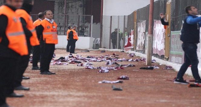 Hatayspor maçında atkılar sahaya atıldı
