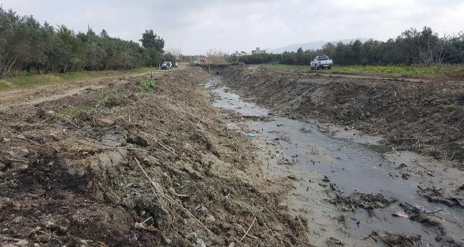 35 yıldır ihmal edilen kanal temizleniyor