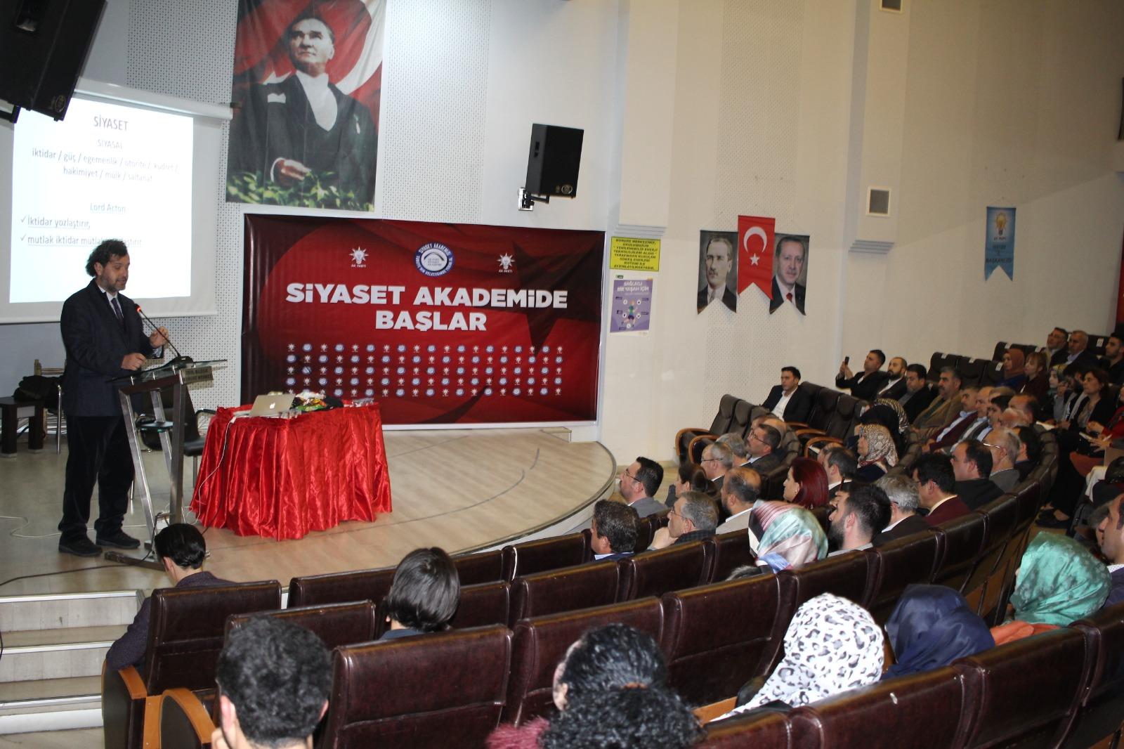 Siyaset Akademisi'nde Dersler Başladı