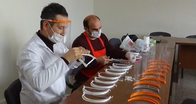 Kırıkhan'da siperlik maske üretiliyor