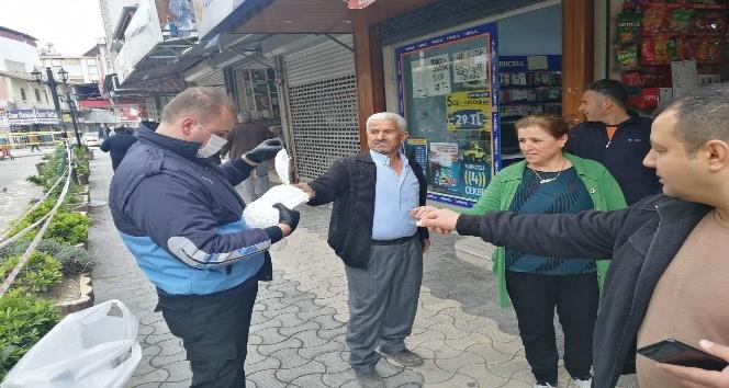 Samandağ Belediyesi maske dağıtımına başladı