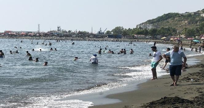 Çevlik plajı insan akınına uğradı