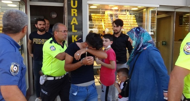 Kırıkhan'da Kuyumcudan Altın Çalarken Yakalandı