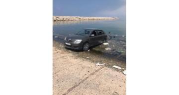 Samandağ'da otomobil limana düştü