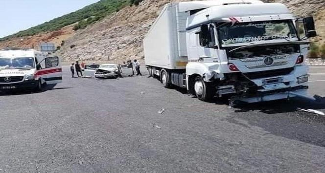 Belen'de  tır ile otomobil çarpıştı: 4 yaralı