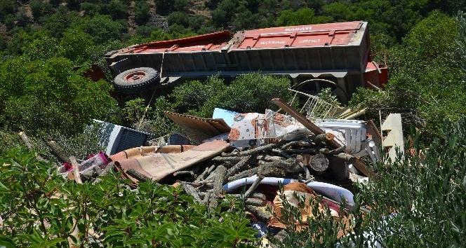 Kırıkhan'da Traktör şarampole yuvarlandı: 1 ölü, 1 yaralı