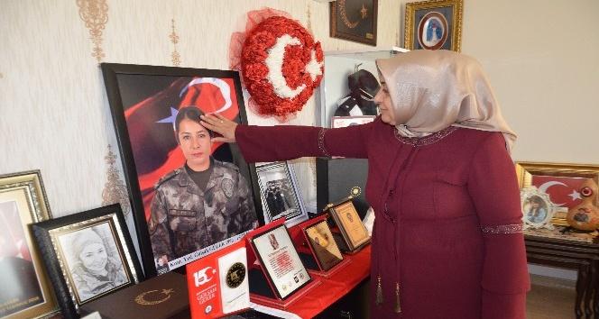 """Şehit Gülşah komiserin annesi """"Evlatsız olunur ama vatansız olunmaz"""""""