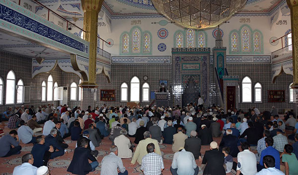Ramazan Bayramı Namazı Camilerde Kılınacak