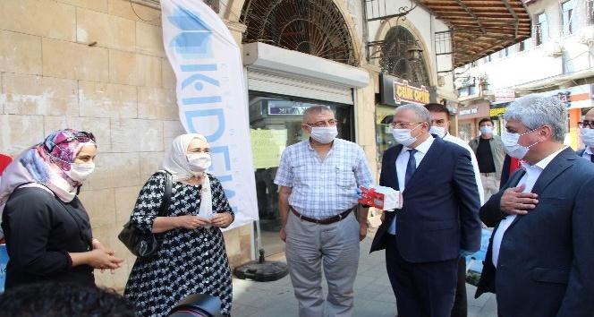 """Vali Doğan: """"Virüsle bilinen tek mücadele maske ve mesafe"""""""