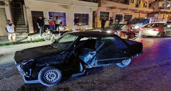 Hatay'da iki otomobil birbirine girdi: 1 yaralı