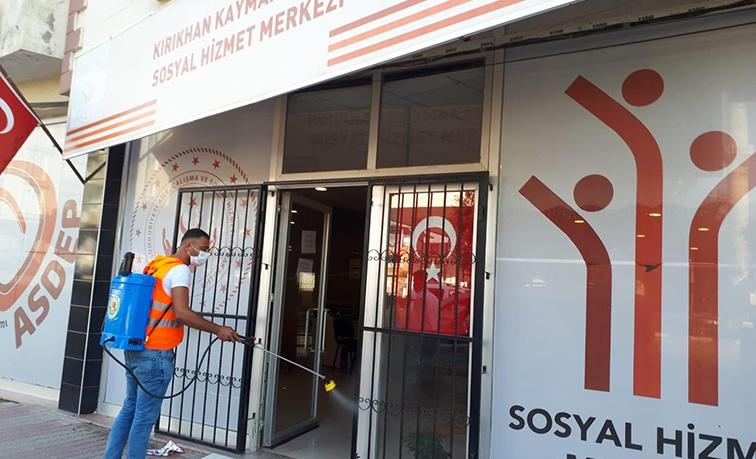 Kırıkhan Belediyesi dezenfekte çalışmalarını sürdürüyor