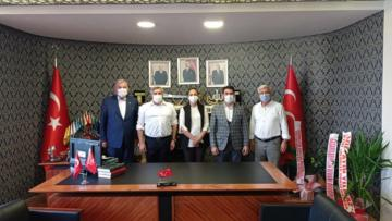 AK PARTİ'DEN BAŞKAN ADAL'A HAYIRLI OLSUN ZİYARETİ