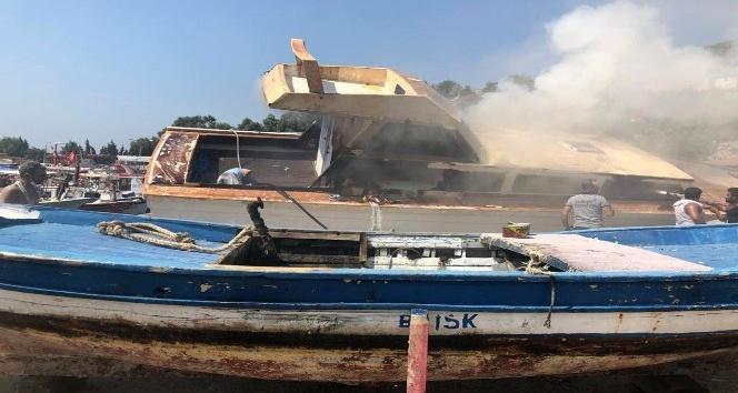 Hatay'da tekne yangını
