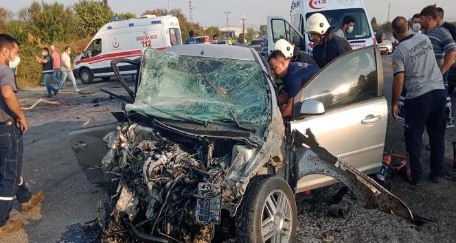 Dörtyol'da otomobiller kafa kafaya çarpıştı: 1 ölü, 1 yaralı