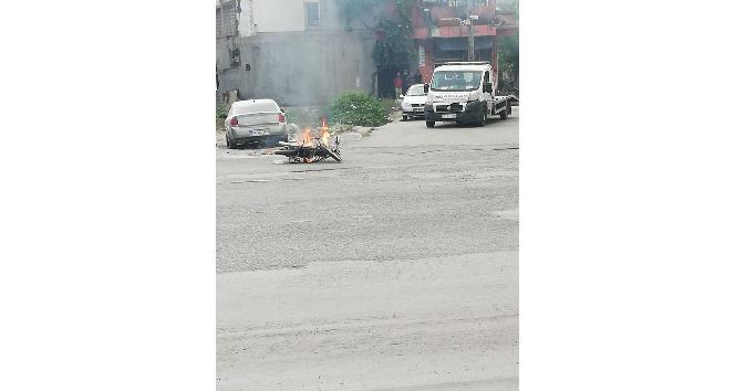 Ceza yazılmasına kızan sürücü motosikletini yaktı