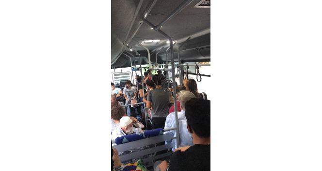Halk otobüsünde sosyal mesafe hiçe sayıldı