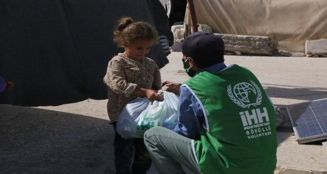 Suriye'deki kamplara hijyen paketi dağıtıldı