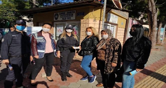 Payas'ta polis kadına şiddetinin önlenmesi için broşür dağıttı