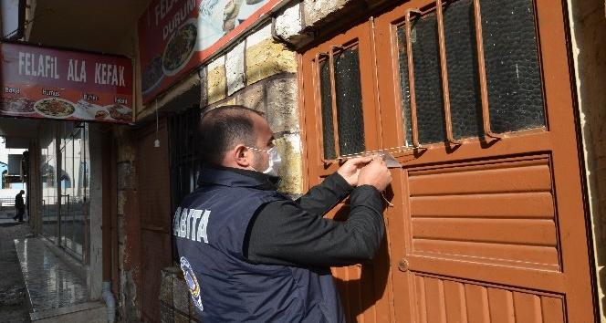 Kırıkhan'da ruhsatsız iş yerleri mühürlendi