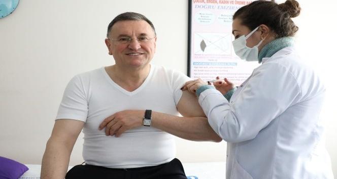 Başkan Savaş korona virüs aşısı yaptırdı