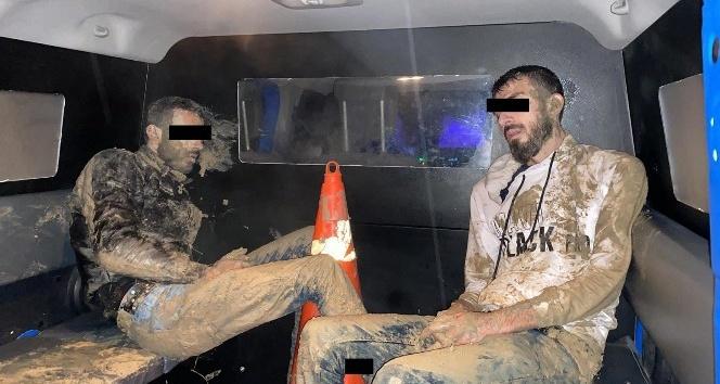 Sınırdan uyuşturucu geçirmeye çalışan 2 kişi yakalandı
