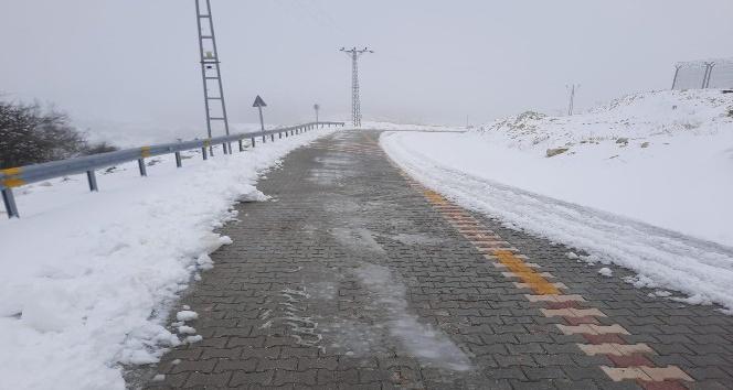 Hatay Büyükşehir Belediyesi karla mücadele çalışmalarını sürdürüyor