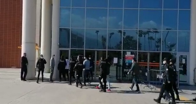 İskenderun'da aranan 8 şahıs yakalandı