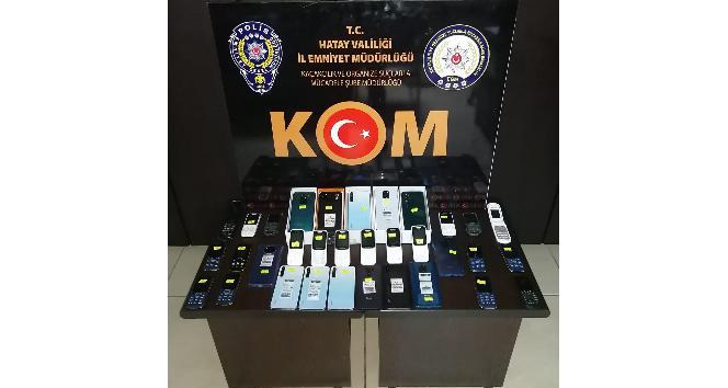 İskenderun'da 33 kaçak telefon ele geçirildi