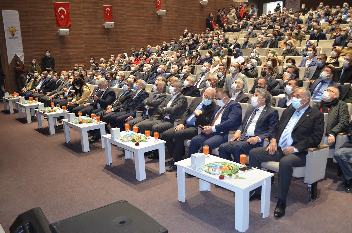 AK PARTİ'DEN KIRIKHAN'DA MUHTEŞEM GÖVDE GÖSTERİSİ
