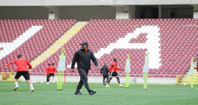 Atakaş Hatayspor, Yeni Stadyumunda Yaptığı Antrenmanla Çalışmalarını Sürdürdü
